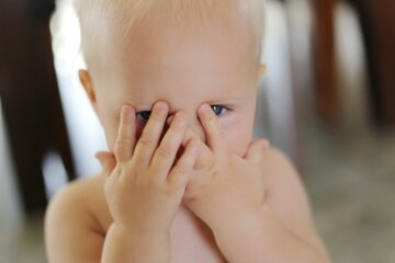 Baby bezit objectpermanentie en speelt kiekeboe