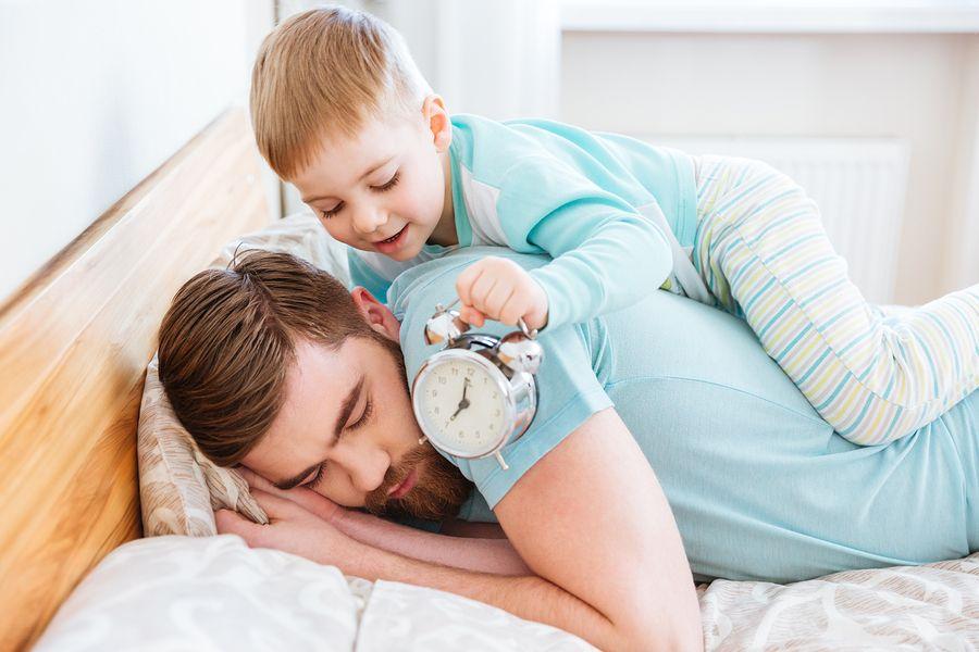 Jongetje maakt vader extra vroeg wakker door wintertijd