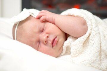 Close-up van schattige slapende baby