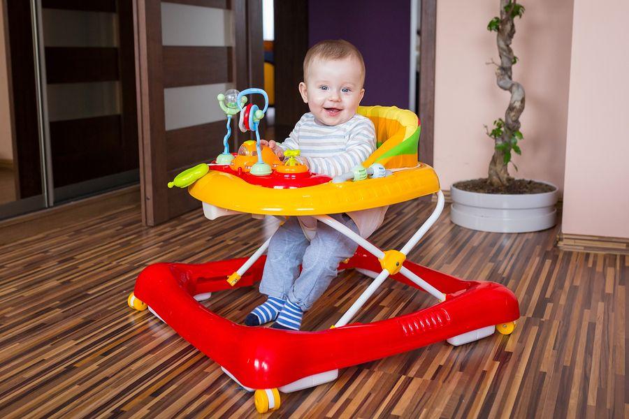 Wanneer Baby In Eetstoel.Loopstoel Veilig Of Niet 24baby Nl