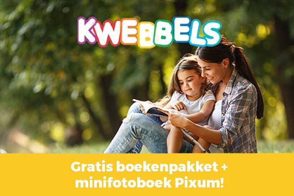Moeder en peuter lezen boekje