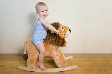 hobbeldier als speelgoed baby 1 jaar