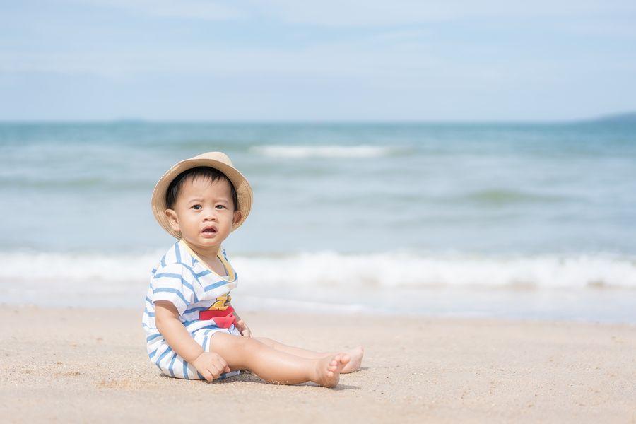 baby en vrije tijd op het strand