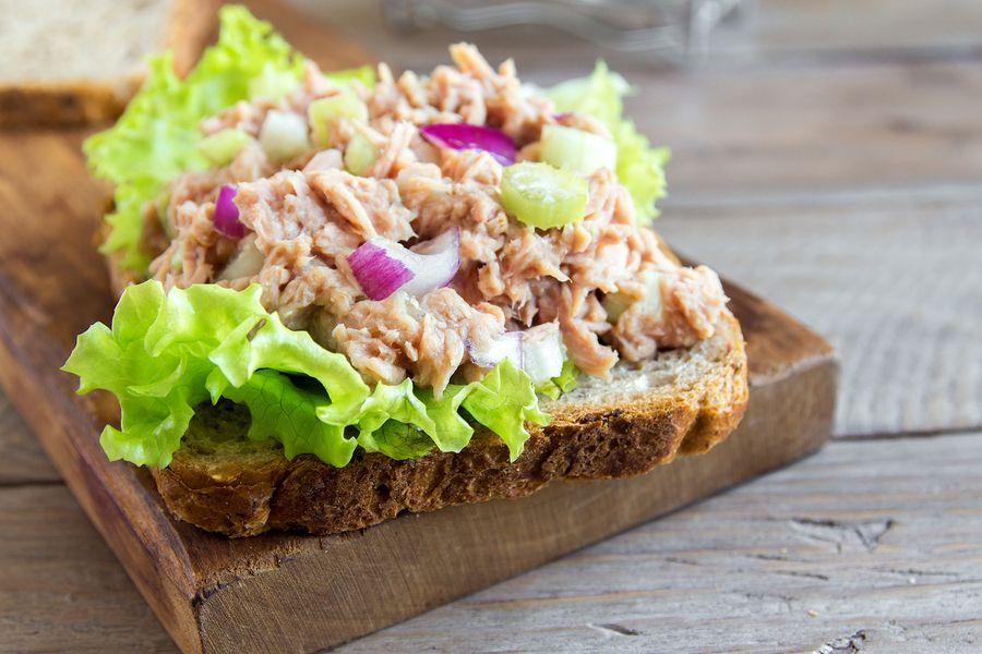 brood met tonijnsalade, niet aan te raden tijdens zwangerschap