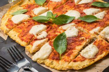 Pizza met bloemkoolkorst om peuter groente te laten eten