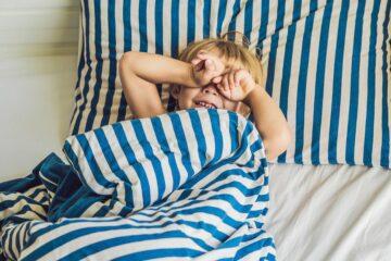 Jongetje wordt droog wakker na gebruik plaswekker