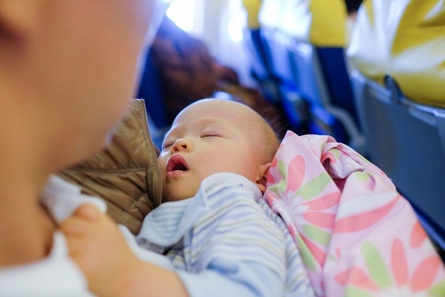 Vliegen met je baby, baby in het vliegtuig