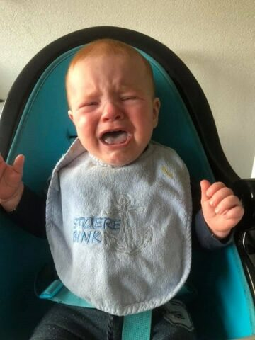Peuter huilt want het toetje was op