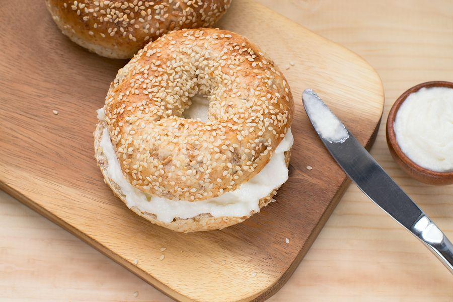 Deze bagel met roomkaas kan je eten tijdens je zwangerschap