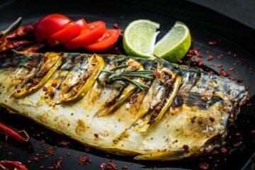 Gerookte makreel met limoen en tomaat