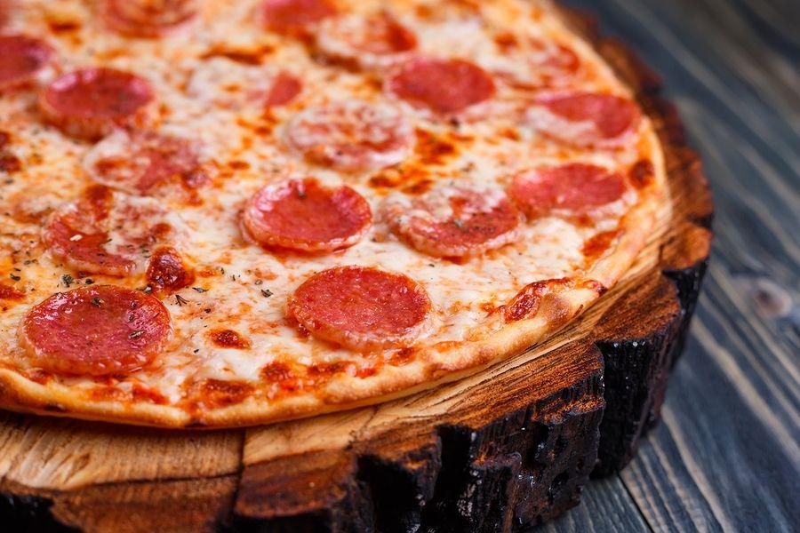 Salami op een pizza mag je als je zwanger bent