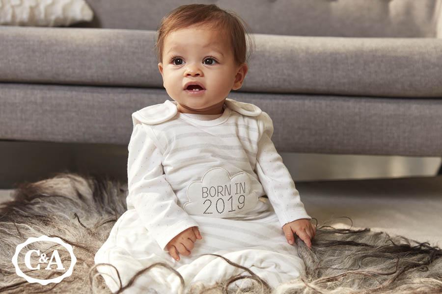 Baby van 11 maanden oud met babykleding van C&A
