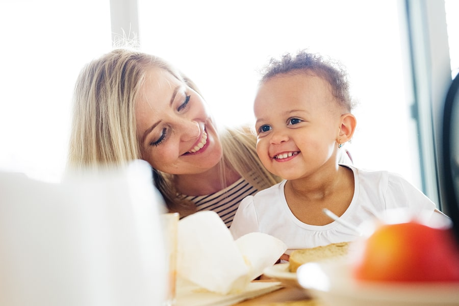 kind van 3 jaar met moeder