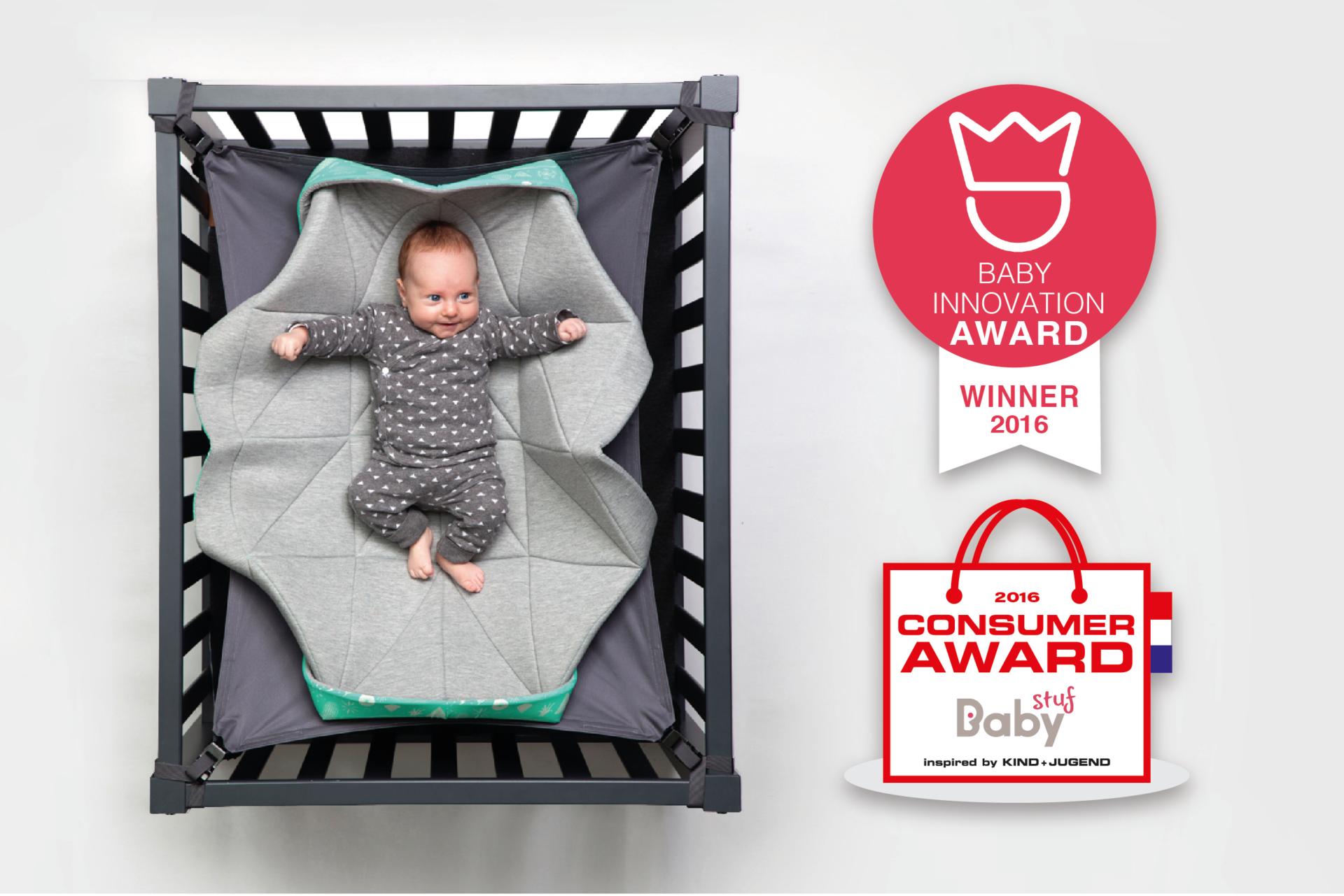 Baby in een hangmat