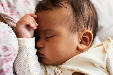 Baby kan doorslapen met behulp van tips