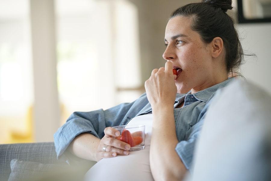 Zwangere vrouw heeft food cravings