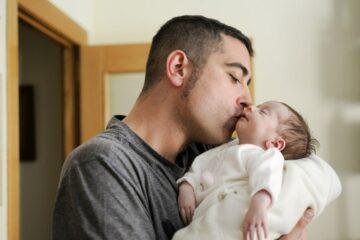 Vader geeft meisjesnamen 2020 aan pasgeboren dochten