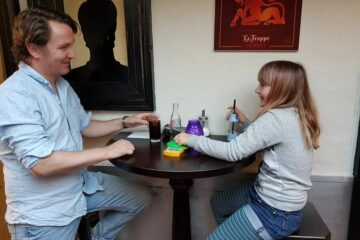 Alex en Isa in café Meneer Jansen