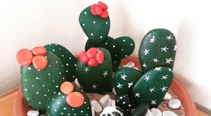 Los cactus de piedras pintadas son un proyecto DIY muy fácil y que terminados son muy útiles para decorar cualquier habitación o espacio.