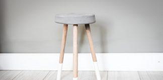 Hacer una mesa con cemento es más sencillo de lo que crees, el secreto está en dejar secar completamente el material durante 24 horas.