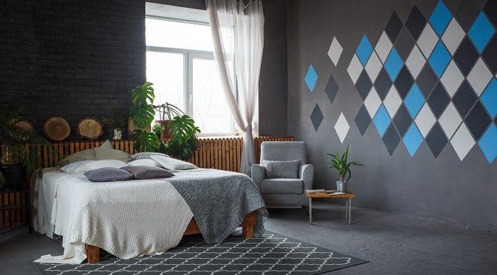 Sí por alguna razón tu suelo es negro y deseas decorarlo con distintos elementos, aquí te decimos como combinarlos adecuadamente.