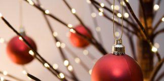 Lo mejor de la decoración navideña DIY es que puedes realizarla y armarla muy rápido, perfecto si aún no tuviste tiempo de decorar.