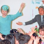 Emperor-Akihito-Empress-Michiko-Dance-with-nursery-schoolchildren