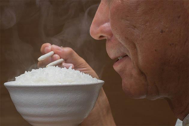 先吃飯還是先吃菜?控血糖,吃對順序很重...