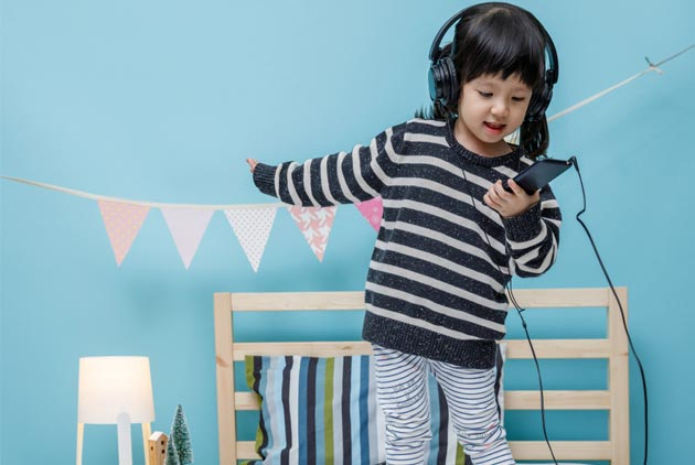 小孩一天玩手機多久 對大腦最好?