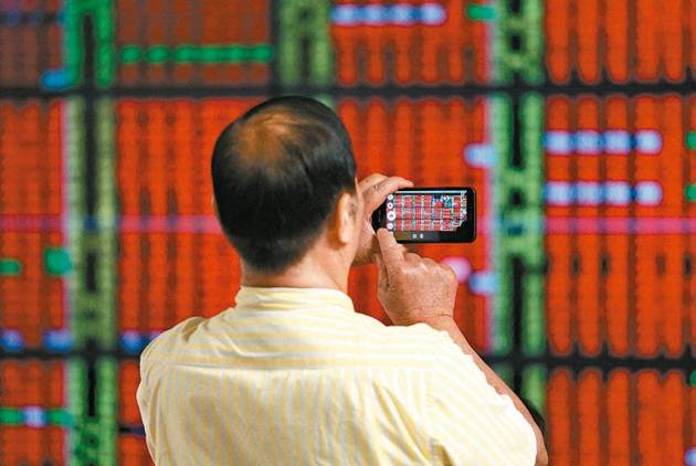 重返萬點!投資人翻多搶短 台股大漲239.7點