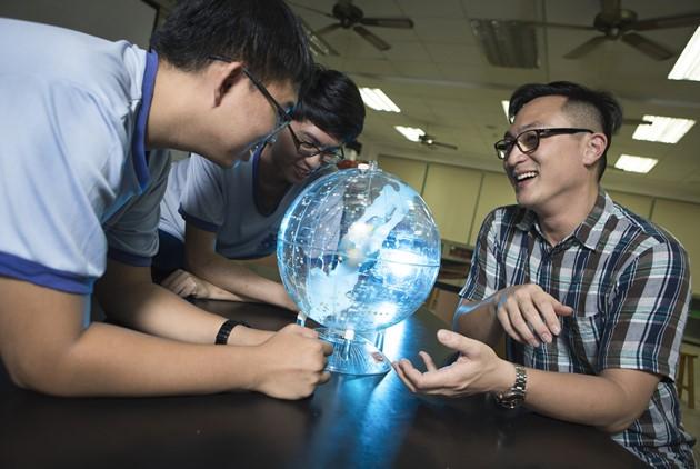 教學生「懷疑」破解假資訊,連「地球是圓...