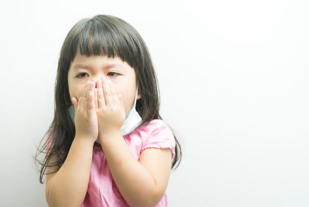 哈佛醫師:小孩最好的咳嗽藥 就是不吃藥