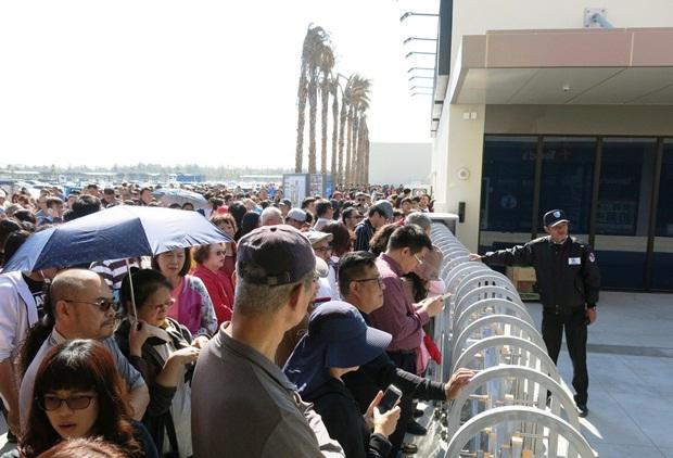 近萬遊客湧入台中港三井Outlet,副總藤野「嚇到了!」