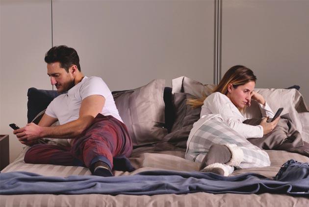 研究:機車同事會害你跟伴侶一起失眠