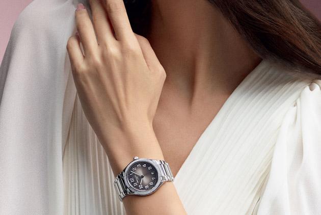 全新 Twenty~4 Automatic 自動腕錶 搭配現代女性躍動生活,時尚出眾
