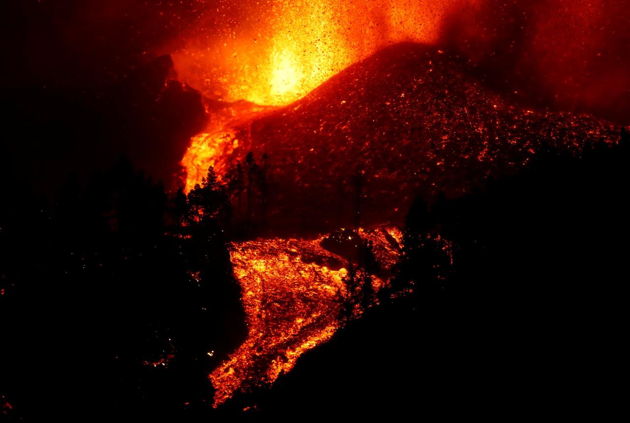 Las impactantes imágenes del volcán Palma en erupción