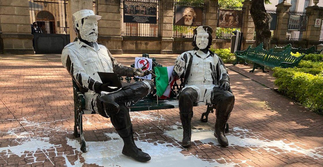 """Pintan estatuas de """"El Che"""" Guevara y Fidel Castro en la CDMX"""