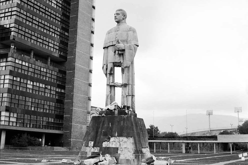 estatua miguel alemán