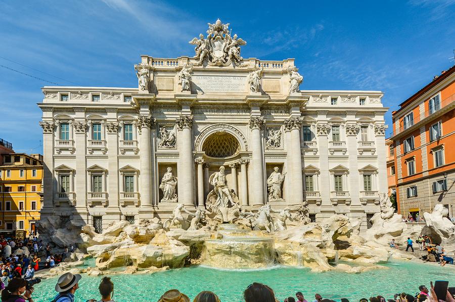 Fuente de Trevi en Roma Italia