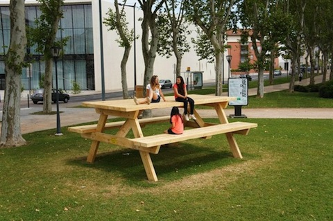 Silla n mada el asiento que se convierte en mochila for Silla que se convierte en mesa