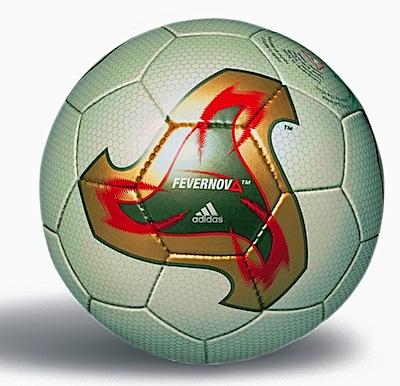 Este balón fue diseñado con base en el balón usado durante el mundial de  fútbol del popular animé Captain Tsubasa f0e3be8b5d981