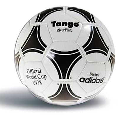 El Adidas Tango fue el balón usado durante los mundiales de Argentina 78 y  España 82. El diseño de este balón (con veinte piezas con tríadas que  creaban la ... b3580894a757f
