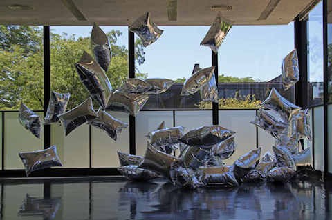 Andy-Warhol-Silver-Clouds-1966