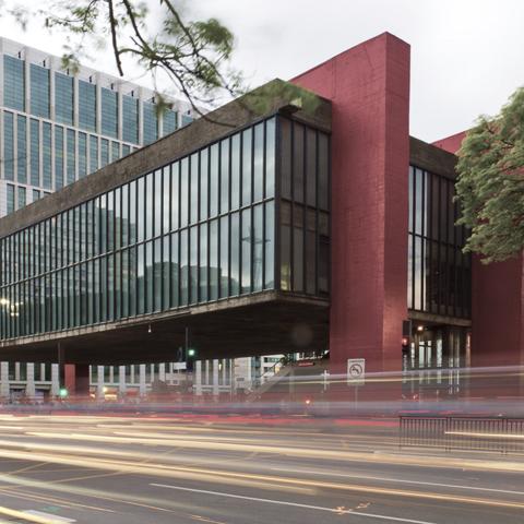 la obra prima de lina bo bardi arquitecta moderna se observa una signada por el brutalismo de le corbusier