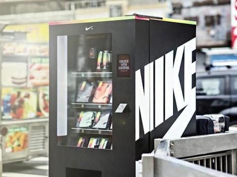 nike-fuelbox-vending-machine-04-570x425