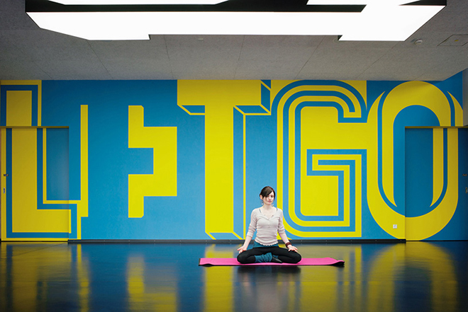 Adidas dise a un gimnasio tipogr fico - Decoracion de gimnasios ...