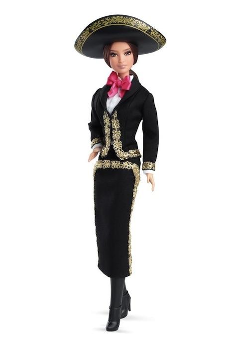 93bf61baf Barbie se une a la celebración del mes patrio en México y se viste ...
