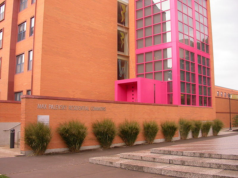Max Palevsky Residential Commons, Universidad de Chicago, por Ricardo Legorreta