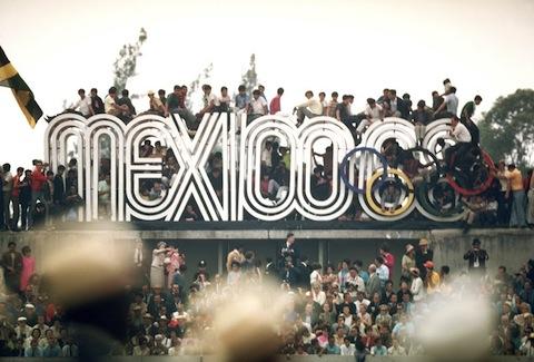 Escultura en acceso al Estadio Olímpico,1968. Cortesía MUAC