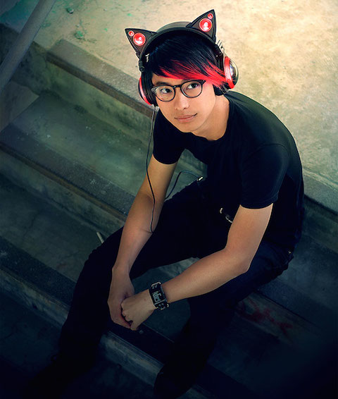 cat-ear-headphones-axent-wear-3